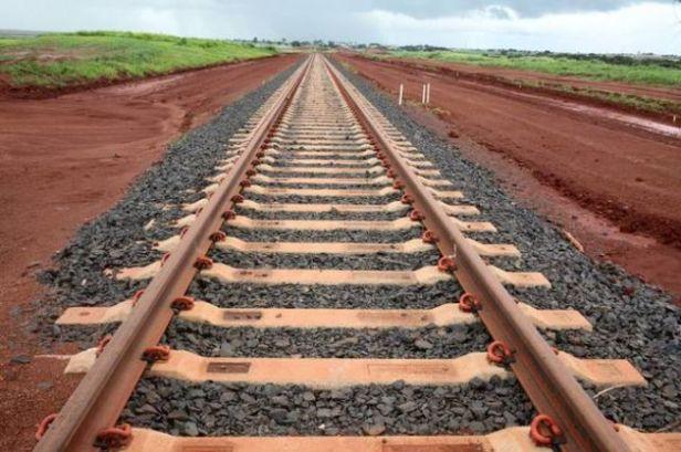 trechos de ferrovia abandonada